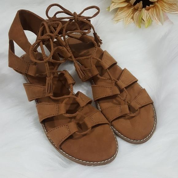 d58fe2af971f Old Navy Gladiator lace-up tassel tie sandal. M 5aa8520a50687ce687f92053